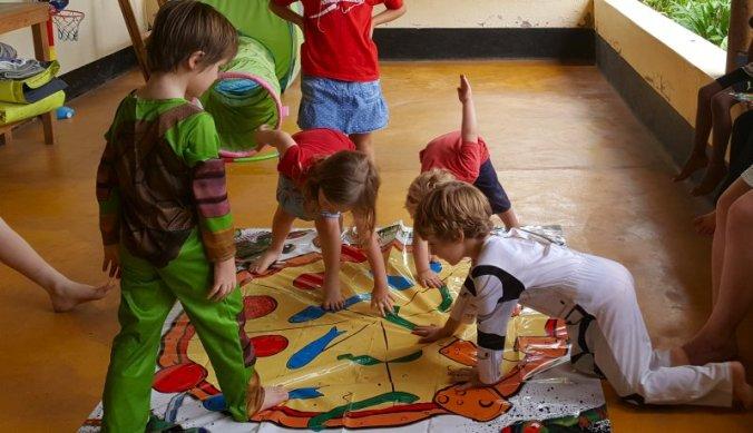 Ninja Turtles twister spel op het kinderfeestje