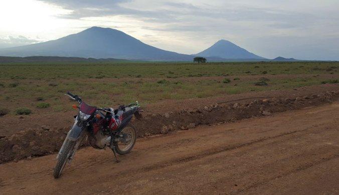 Op de motor via Monduli richting Ol Doinyo Lengai