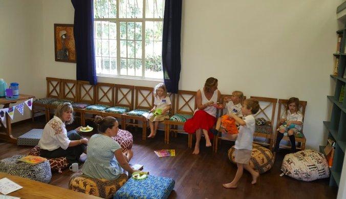 Mother tea party op school