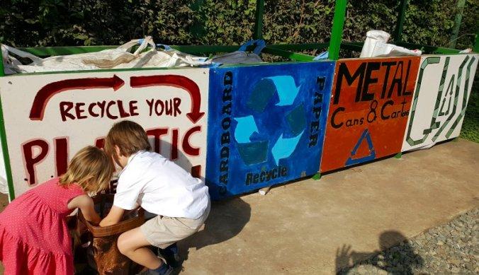 Recyclen op Kennedy House International School in Arusha