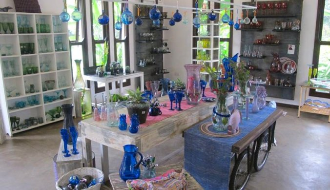 Shanga in Tanzania recyclet glas tot souvenirs