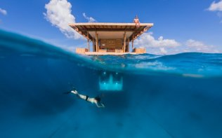 boven-en-onderwater-pemba-the-manta-resort