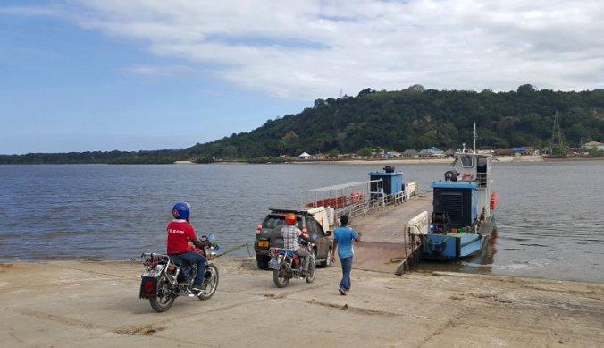 Ferry Pangani rivier aan kust Tanzania