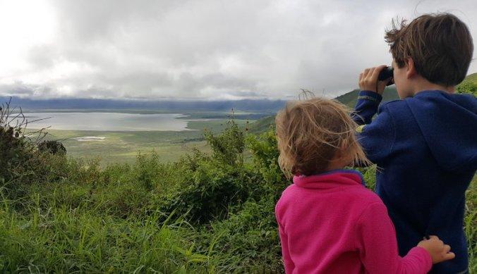 Uitkijkend over een verlaten Ngorongoro krater