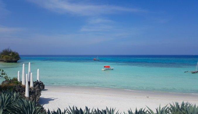Azuurblauwe Indische Oceaan bij Pemba Island