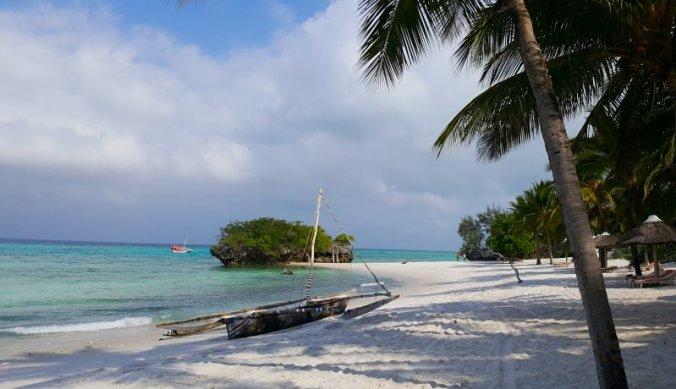 Verlaten strand van Pemba Island in Tanzania