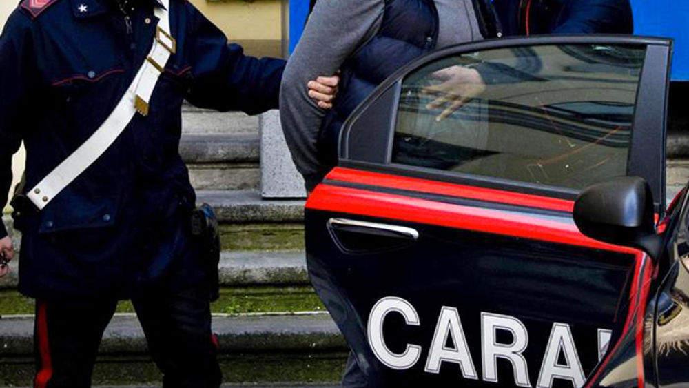 """Roma, nomade """"stuntman"""" semina panico a bordo di auto rubata"""