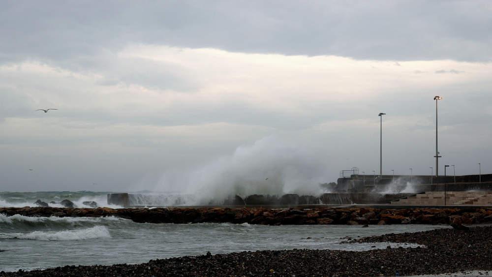 Maltempo, allerta meteo per domani sul litorale nord