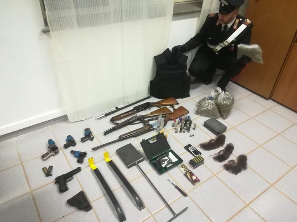 BRACCIANO - Parte del materiale sequestrato dai Carabinieri (2)