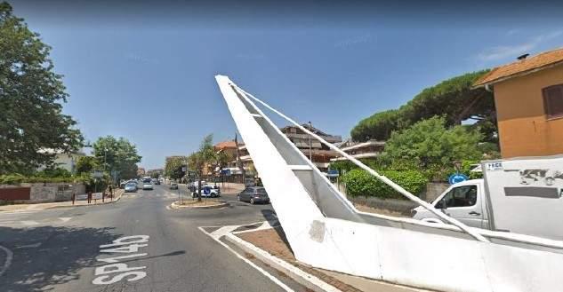 Ladispoli, rotatoria pericolosa fra via Palo, via del Verrocchio e via dei Delfini
