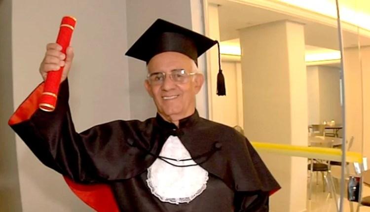 Eletricista de 78 anos, realiza sonho de se formar em Direito e diz estar muito feliz