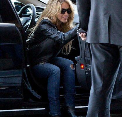 Shakira_Tesla