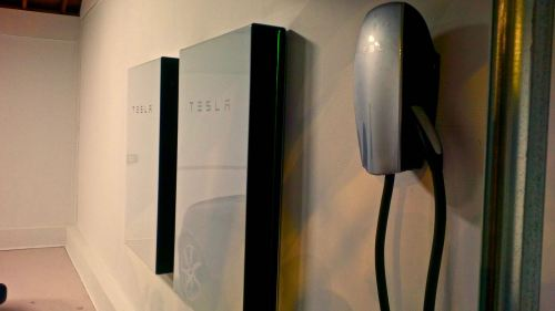 small resolution of tesla dumbs down powerwall 2 offering but it actually comes in two versions