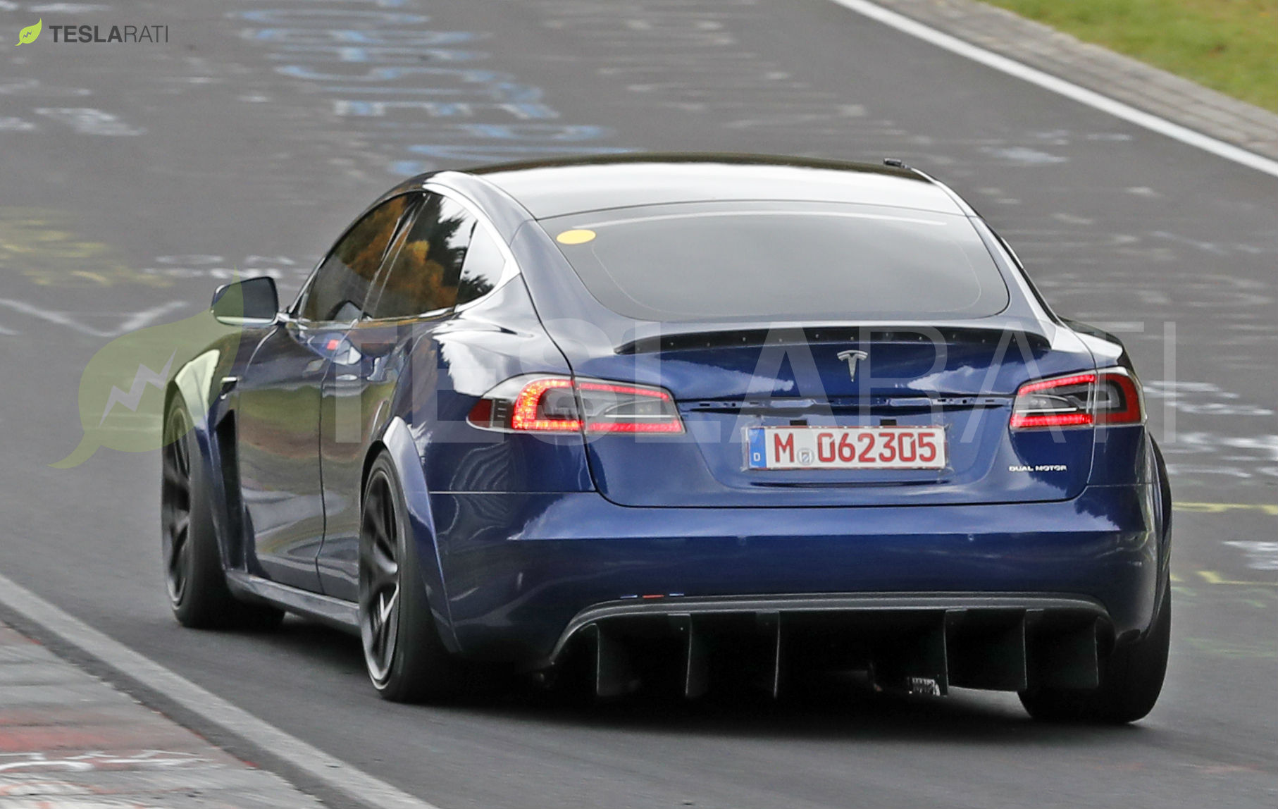 Tesla Model S Plaid may be required to use a parachute when racing in drag strips