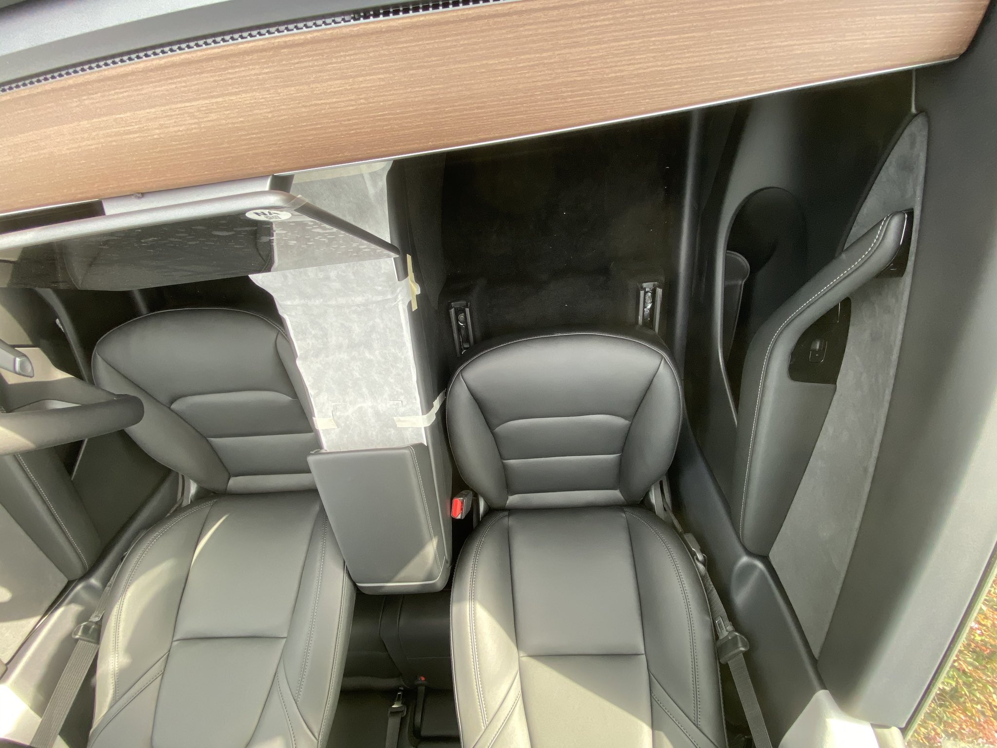 The electric automaker has committed to opening its largest u.s. Tesla Model Y Front Seats Legroom - TESLARATI