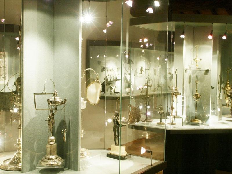 MOO-Museo-dell'Olivo-e-dell'Olio-Fondazione-Lungarotti,-Torgiano-Olio-come-fonte-di-luce-Sala-VII-copertina