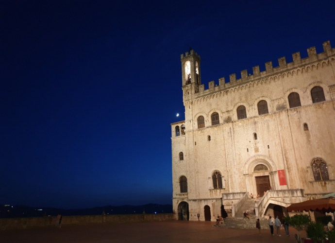 Palazzo-dei-Consoli-copertina