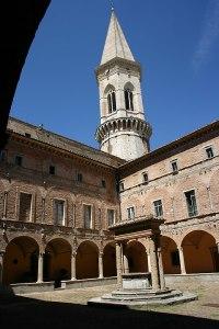 Perugia - San Pietro - Chiostro maggiore (sec. XVI) - 7 ago 2006 - Foto G. Dall'Orto
