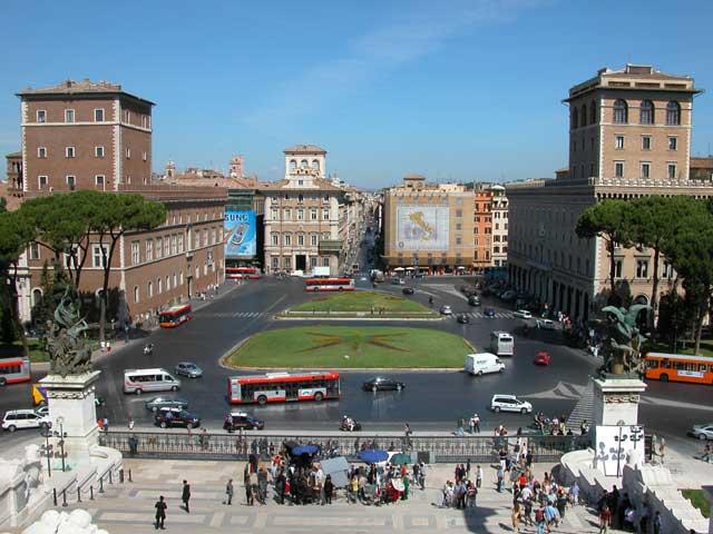Piazza Venezia a Roma foto e storia