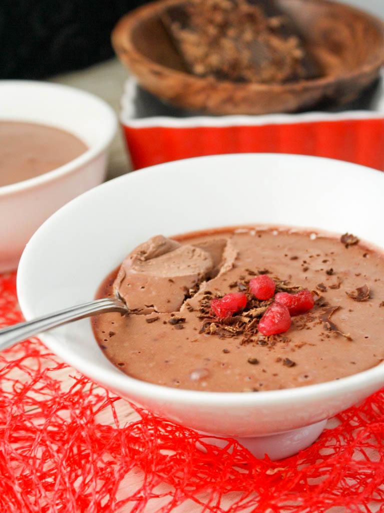 Paleo | Raw Chocolate Mousse #dairyfree #vegan #paleo #valentinesday #raw