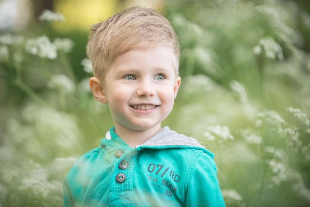 Tessa Trommer Fotografie Erfurt Outdoor Kind Junge Natur Pflanzen Park