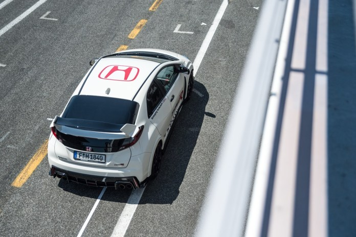 74144_Honda_Civic_Type_R_sets_new_benchmark_time_at_Estoril_with_WTCC_safety