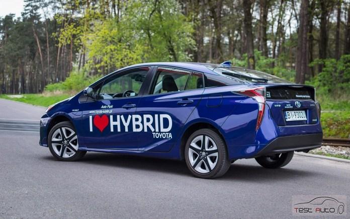 Nowa Toyota Prius PREMIUM 1.8 Hybrid 122 KM-E CVT fot. Jakub Baltyn (36)