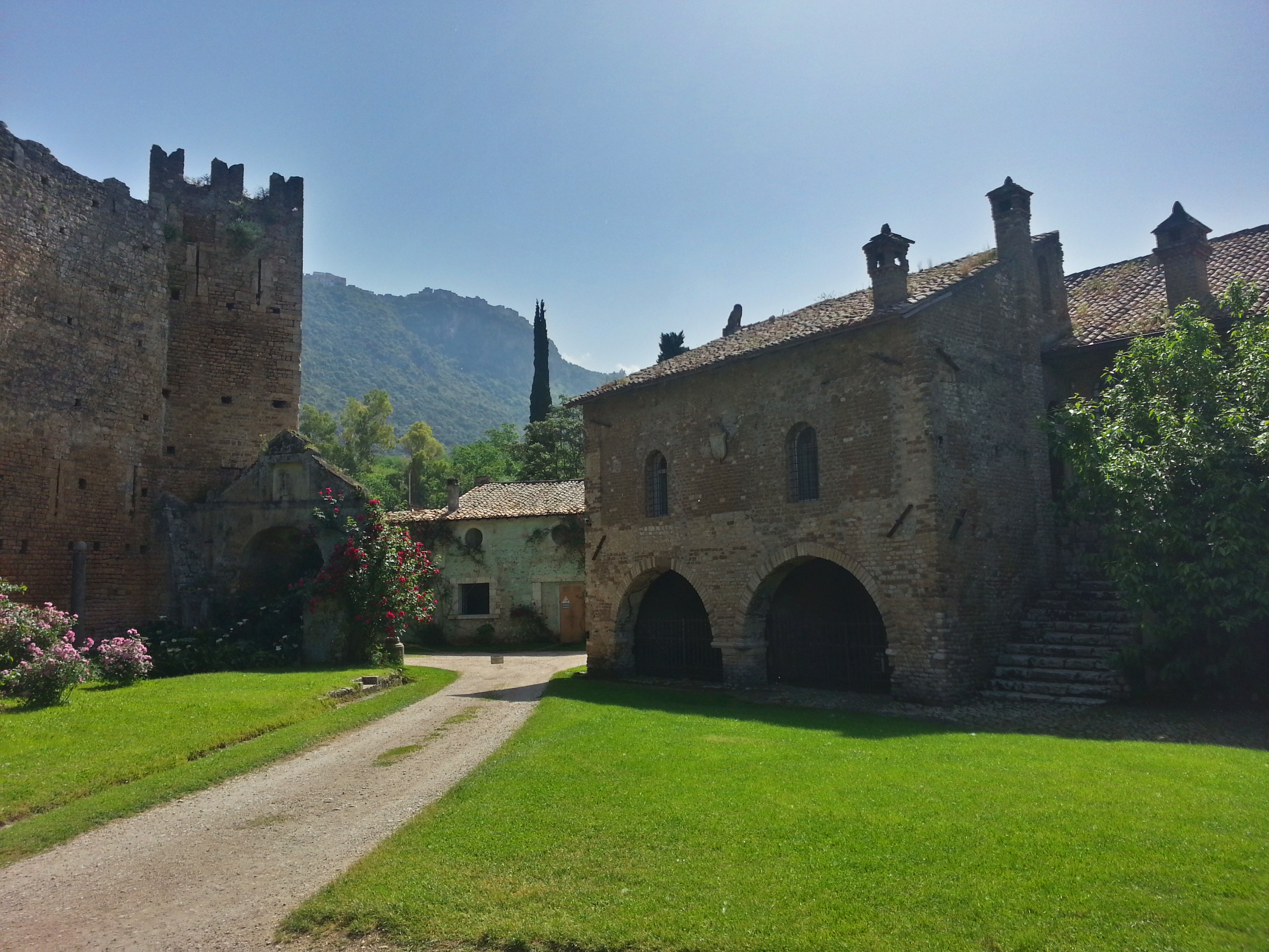 Day trips from Rome: How to get to the Gardens of Ninfa near Rome, official opening times for the Gardens of Ninfa 2018, plus 2018 entry prices for Ninfa.
