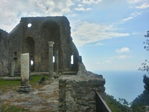 How to hike on the Amalfi Coast: routes for hiking from Ravello to Amalfi, Scala to Amalfi, and Ravello to Minori.