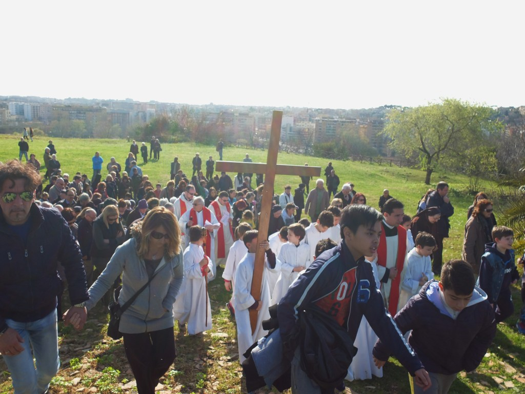 Easter in Rome involves a famous Via Crucis procession on Good Friday afternoon.To avoid the crowds, visit the Via Crucis in the Testaccio district instead.