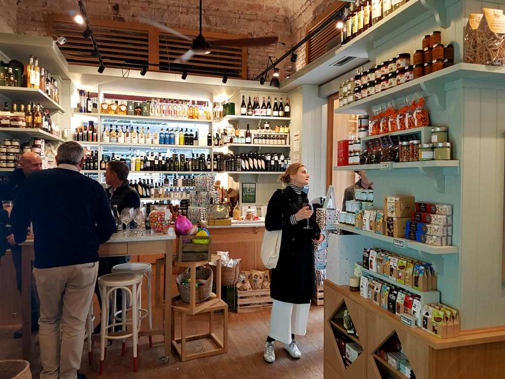 Brand new deli, wine bar and eatery Amodei near Roma Termini, in the heart of the Eternal City, is the latest in a long line of historic delicatessens and general stores to grace Rome.