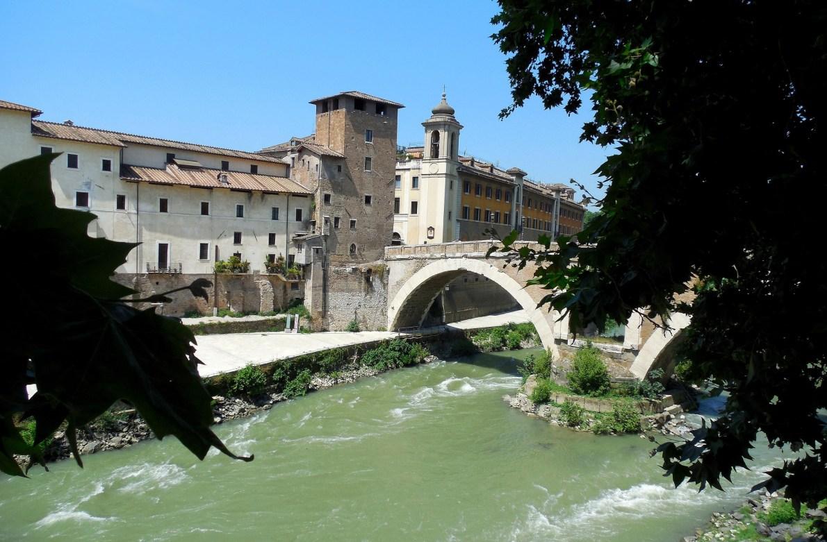 Tiber Island Rome guide: restaurants, bars, cinema and more