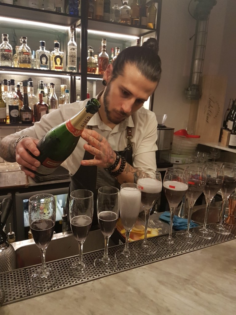 Piccadilly Roma is the perfect neighbourhood bar and restaurant, in San Giovanni, serving great cocktails and healthy gourmet food
