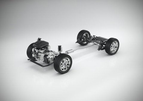 CMA with 4-cylinder powertrain - 3/4 view