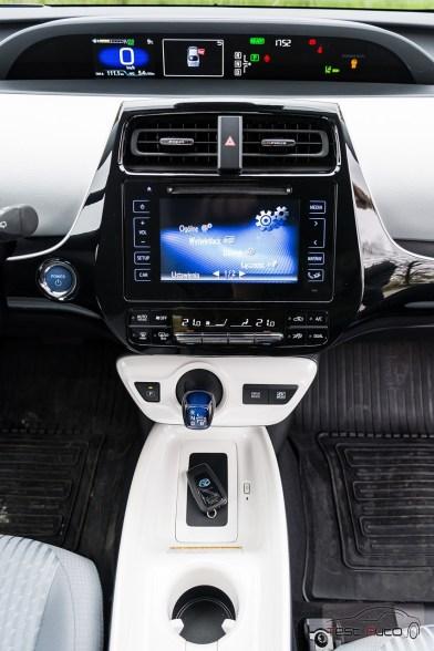 Nowa Toyota Prius PREMIUM 1.8 Hybrid 122 KM-E CVT fot. Jakub Baltyn (6)
