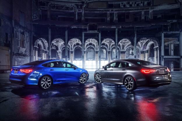 2015-Chrysler-200-Black-and-Blue-Parked