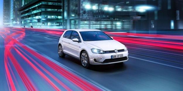 VW-PLUG-IN-HYVRID-GOLF-DRIVING