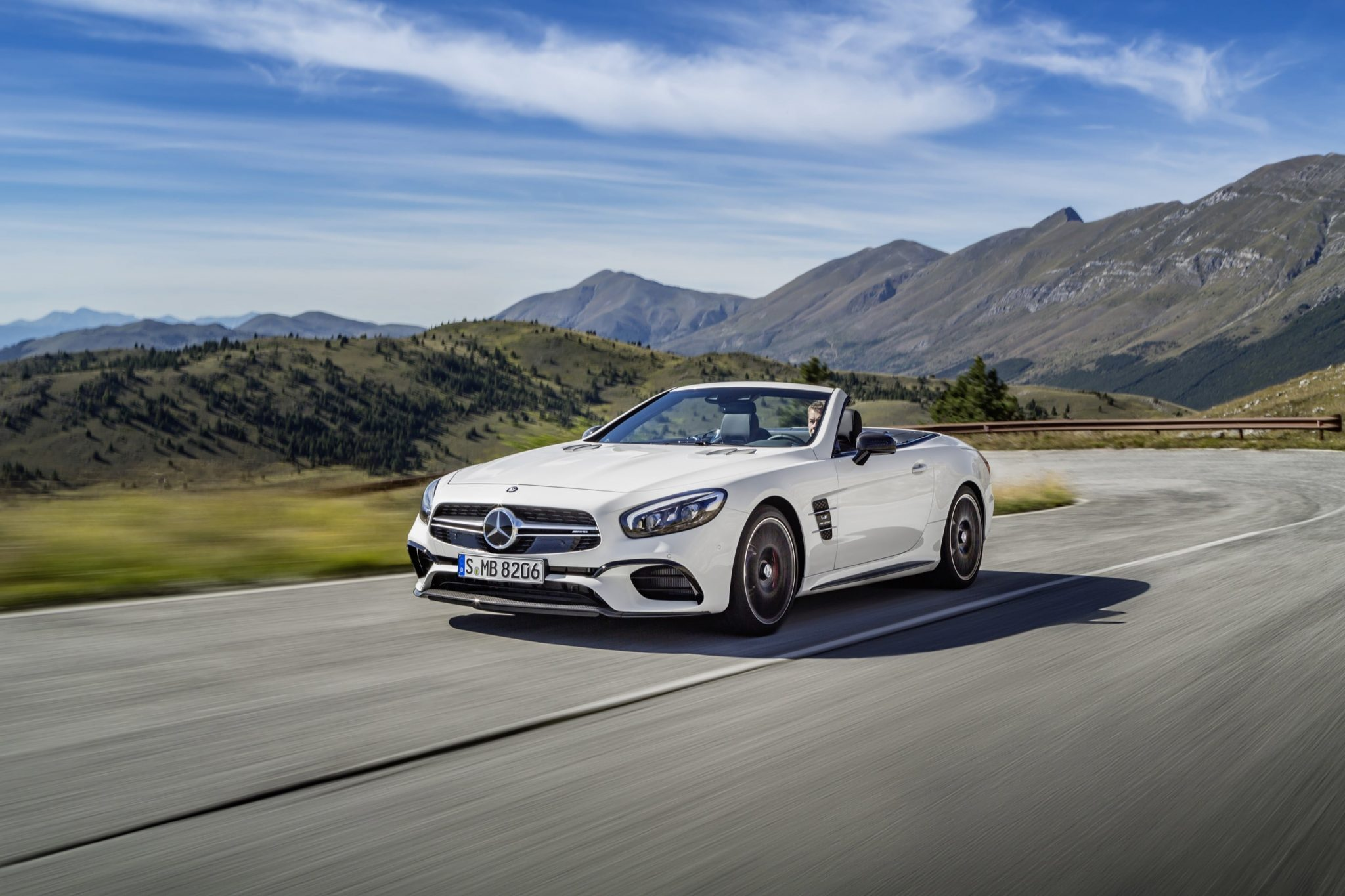https://i0.wp.com/www.testmiles.com/wp-content/uploads/2016/10/2017-Mercedes-Benz-SL63-AMG-11.jpg
