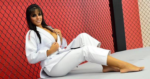 Priscila-Colar-posa-sexy-para-ensaio-12