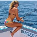 Pescadora gata faz sucesso na web