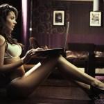 Mulheres brasileiras veem mais filmes pornô do que os homens, diz pesquisa