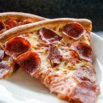 O jeito que você come pizza diz muito sobre você