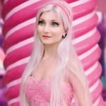 Barbie brasileira faz sucesso no exterior e diz que pessoas se assustam com sua aparência