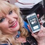 Aos 56 anos, ela adora o Tinder e já transou com mais de 100 homens