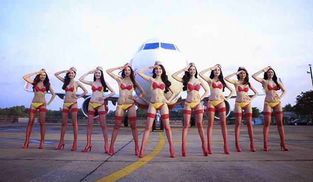 A companhia aerea onde aeromocas usam biquini (4)