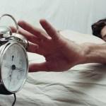 Acordar antes das 10 da manhã é equivalente a tortura, diz estudo