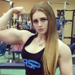"""Parece a """"Barbie Academia"""", mas é só uma modelo russa linda e muito forte"""