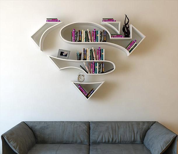 Artista cria prateleiras inspiradas em logos de super-heróis