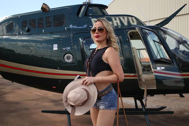 13-mulheres-gostosas-que-fizeram-ensaios-sensuais-em-helicopteros-3