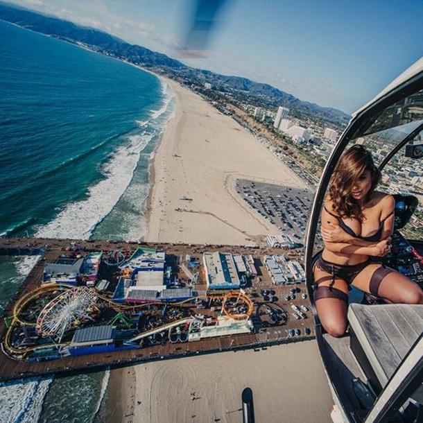13-mulheres-gostosas-que-fizeram-ensaios-sensuais-em-helicopteros-9